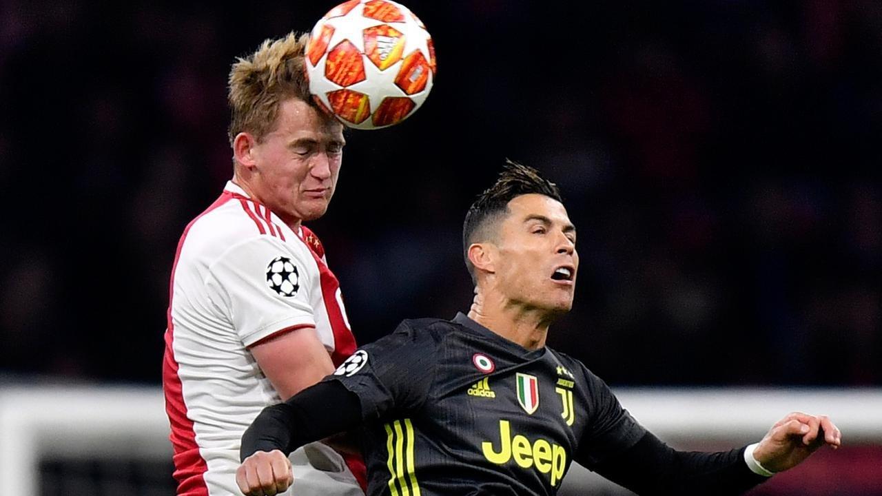 Polisi Menangkap Supporter Yang Membuat Keributan Di Pertandingan Ajax Melawan Juventus